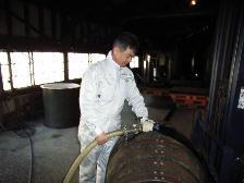 イチローズモルトセミナー 樽詰め作業中